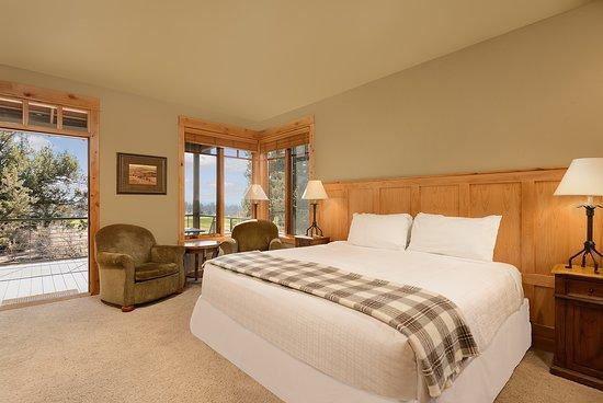 Powell Butte, OR: Three Bedroom Cabin Master Bedroom