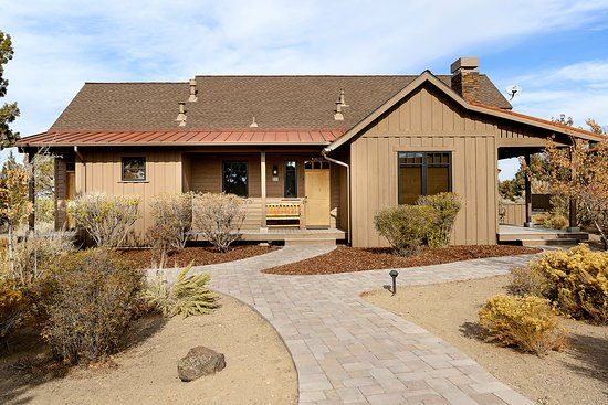 Powell Butte, OR: Three Bedroom Cabin Exterior