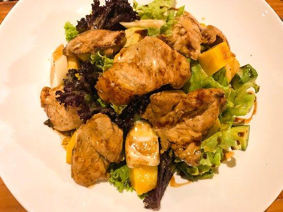 Hotel Manada del Desierto: Ensalada de Pollo a las Brasas (Restaurante Manada)