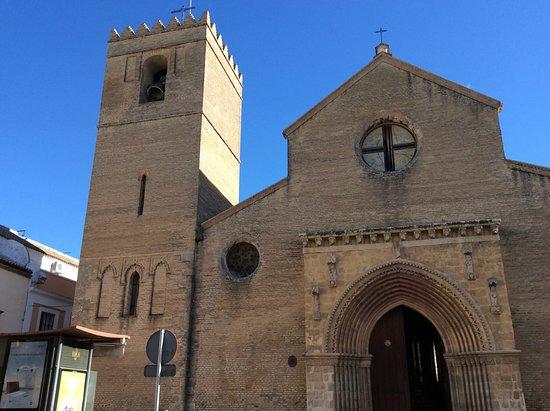 Iglesia de Santa Marina: Fachada y torre.