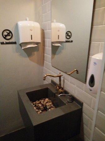 Toilet sink (pebble stones)