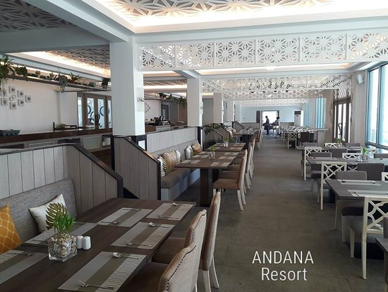 Andana Resort: One of the restaurants in the resort where we were offered a welcome drink