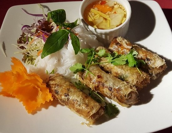Downtown Cafe & Restaurant: Duck spring rolls