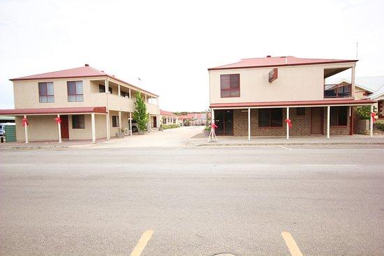 Port Vincent Motel & Apartments: Entrance off Main street
