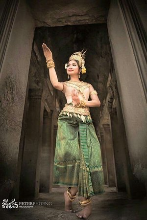 Ruin temples tours, Filipinos tours,Apsara Dancing show with buffet...Via me by Facebook Nasa Angkor Driver  Whatsapp :+85517332270 See you.