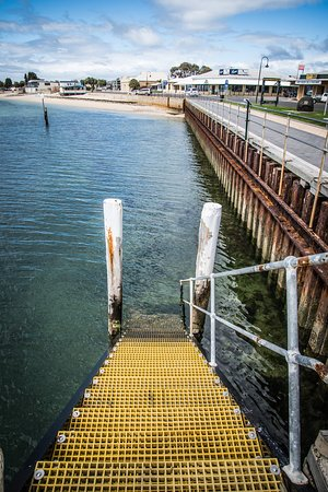 Port Vincent Motel & Apartments: Wharf steps (250m from property)