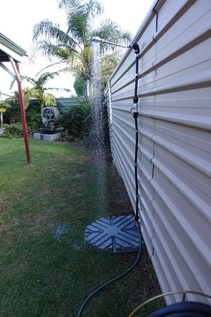 Port Vincent Motel & Apartments: Outdoor clean off shower