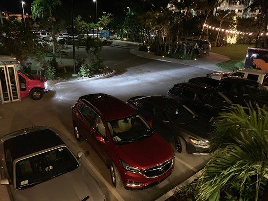 Estacionamento do hotel.
