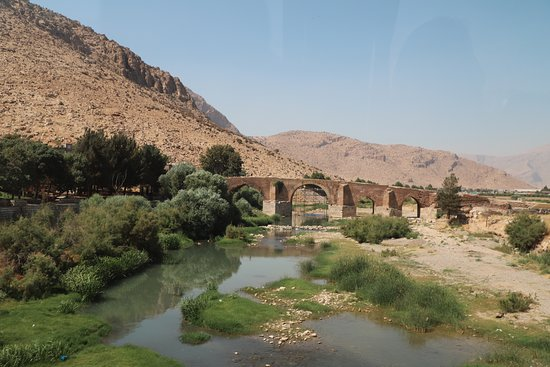 Bisotun Caravanserai: Bisotun - von Hamadan kommend