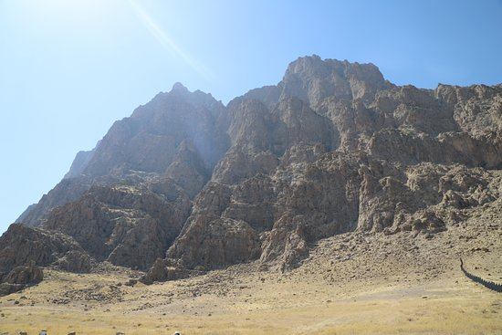 Bisotun Caravanserai: Bisotun - von Hamadan kommend - Berg der Götter