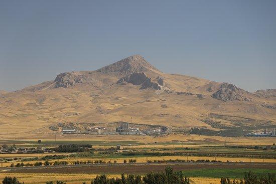 Province of Kermanshah, Iran: Bisotun - Panorama unterhalb Darius Relief nach Süd-Osten
