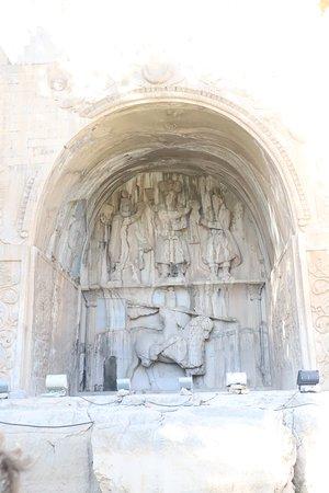Die Krönungszeremonie des sassanidischen Königs Chosrau (خسرو) II.