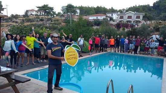Likya Yolu gruplarının havuz başı hatırası