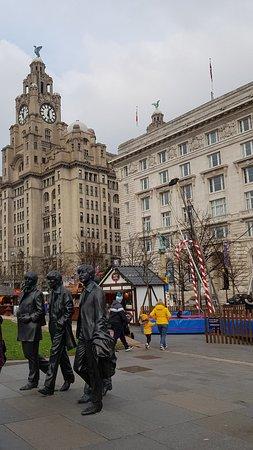 Beatles-szoborcsoport: Nice statues