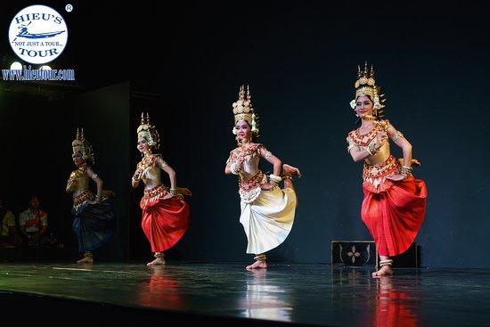 Apsara dancing performance in Cambodia night  - www.hieutour.com +84939666156 contact@hieutour. http://hieutour.com/tour/incredible-cambodia-trip-5-days-4-nights/