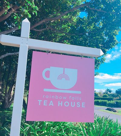 Rainbow Falls Bed and Breakfast: Keep an eye out for the Rainbow Falls Tea House sign