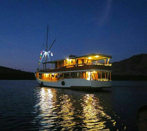 All about komodo national park, Indonesia. Get set your holiday with your familly today,  Just found us at www.komodotoday.com