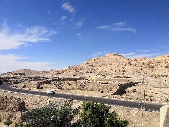 Ramesseum (Mortuary Temple of Ramses II): panorama Restrant and café