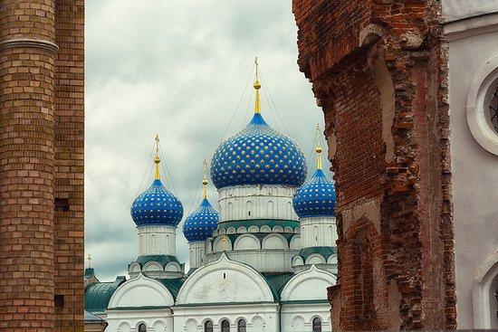 Богоявленский собор, самый большой в Угличе, построили  в середине 19 в.