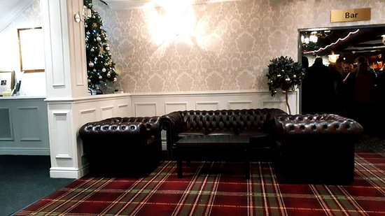 The Hillcrest Hotel Widnes: Reception area - pleasant place to sit away from the noise!