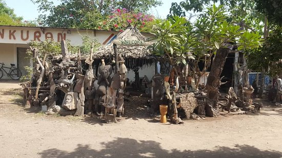 Milli's Tour Guide And Taxi Service In Gambia: Brikama woodcarvers market