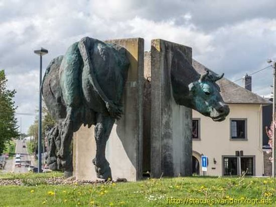 Ciney, Bélgica: Le rond-point des Vaches - Roundabout of Cows