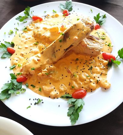 Salmão grelhado ao molho de camarão