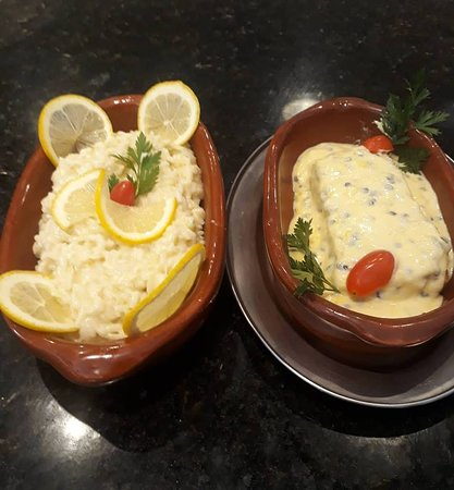 Risoto de limão siciliano acompanhado de salmão ao molho de maracuja