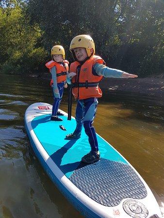 Symonds Yat, UK: Twins Paddle boarding