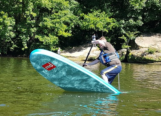 Symonds Yat, UK: One of our SUP instructors demonstrating and pivot turn.