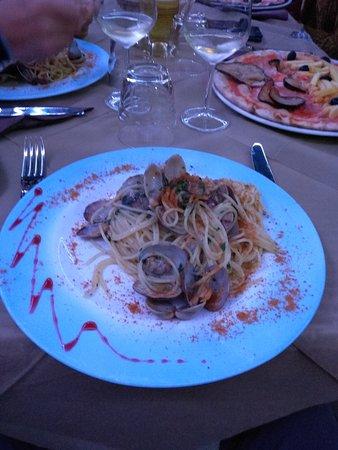 Su Palattu: Spaghetti vongole e  bottarga