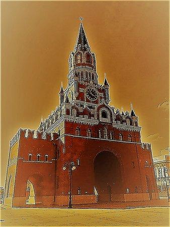 подобие Спасской башни, уменьшенная копия одной из башен главного Кремля страны.