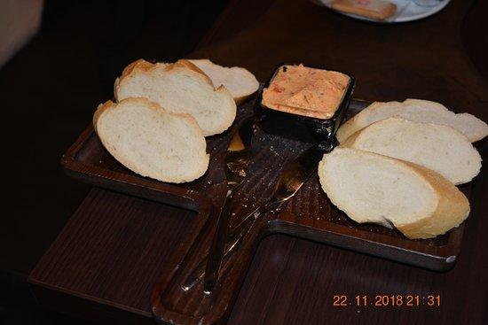 BROOD MET KRUIDEN BOTER
