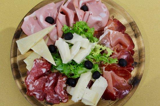 Bistro Ave: Tagliere di salumi e formaggi www.bistroave.com