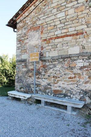 Chiesa di san Martino: Каменные лавки