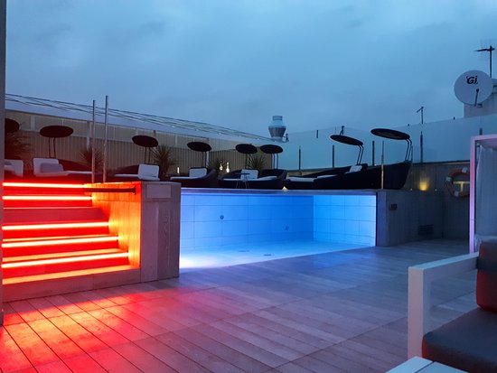 Catalonia Magdalenes: Evening at the roof top bar