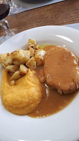 Roti de porc purée de butternut et pommes de terre sautées