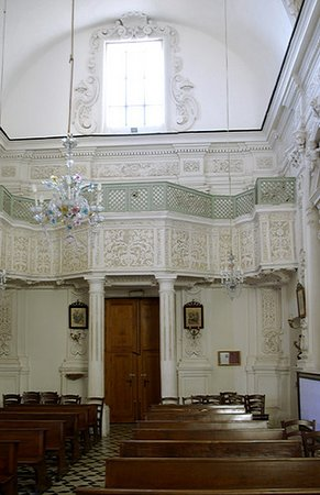 Chiesa del Varò: Gallery at the west end