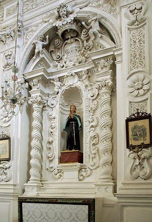 Chiesa del Varò: Side altar