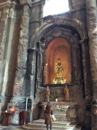 Igreja de São Domingos (Santa Justa e Rufina): One of the many altars in this Chruch