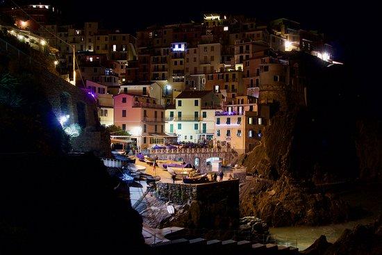 מאנארולה, איטליה: Una sera di dicembre a Manarola, per goderne appieno e viverla lentamente.