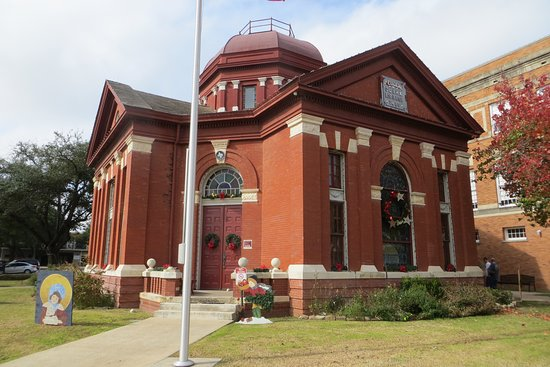 Oldest continually operating library in Texas - Review of Dr