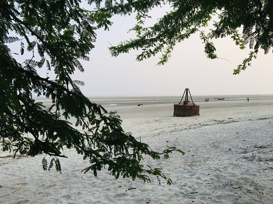 Mangrove Tourist Complex: Henry's island beach during low tide.