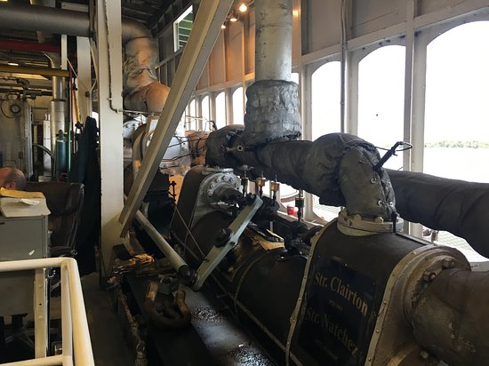 Steamboat Natchez: Engine room