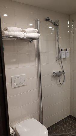 Comfort Hotel Boersparken: Enkelt, rent og funksjonelt bad