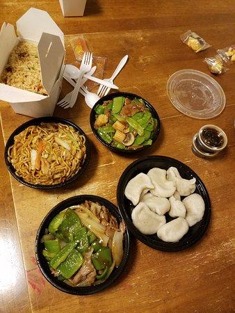 united china restaurant watertown restaurant reviews phone number photos tripadvisor. Black Bedroom Furniture Sets. Home Design Ideas