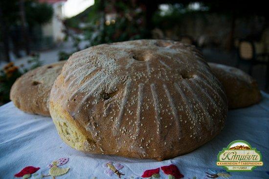 Ζυμωτό ψωμί της κας Έφης Home made bread by mrs Efi