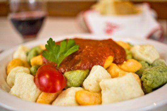 Pippo Restaurant (Parana): Ñoquis Tricolor. (Papá, albahaca, morrones)