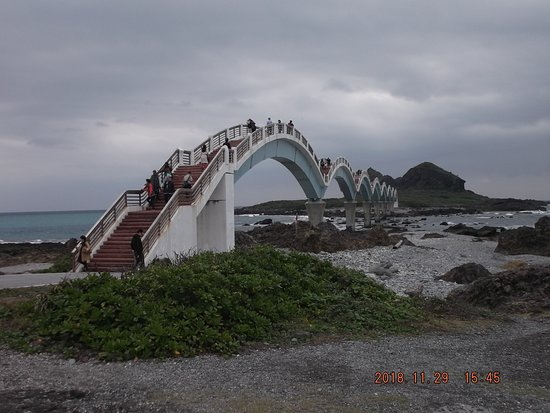 丸い橋が8個ありました