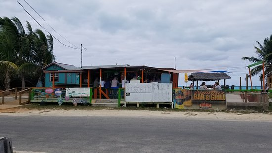 Santanna's Bar and Grill: Santanna's - park across the street